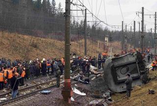 Hindistan'da yolcu treninde yangın: 23 ölü