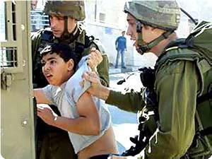 Filistinli Çocuk Esirler Soğuktan Ağlıyor