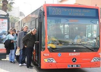 Beşiktaş'ta halk otobüsü kaldırıma çıktı