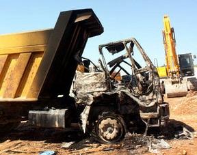 Şemdinli'de kamyon teröristlerce ateşe verildi