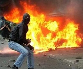 PKK'lılar Ankara'da Markete Molotof Attı