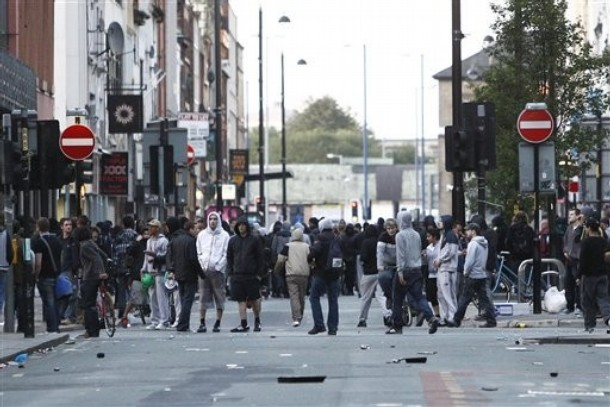 İngiltere, İhvan'ın faaliyetlerini kısıtlıyor
