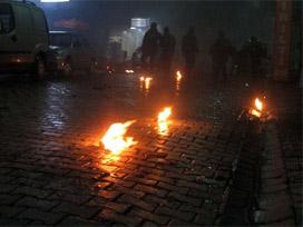 Filistinli Gençler Kudüs'te Polis Merkezini Ateşe Verdi