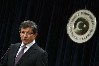 Dışişleri Bakanı Ahmet Davutoğlu, günü birlik ziyaret için KKTC'ye geldi