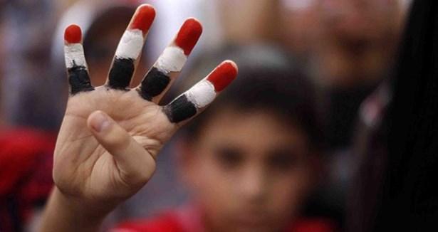 Mısır'da Meydanlar Hareketlendi