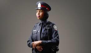 Kanada'da Başörtülü Polis
