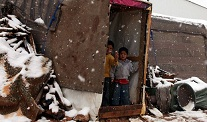 Suriye'de 2 çocuk daha donarak öldü