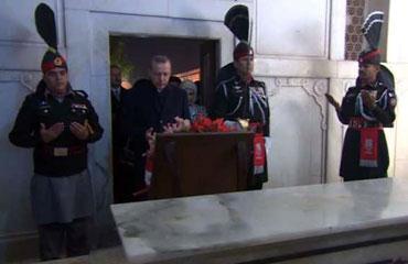 Erdoğan'dan Muhammed İkbal'in mezarına ziyaret