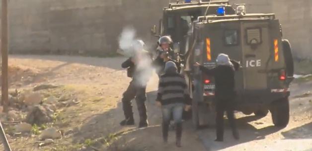 İsrailli askerler Filistinli kızı vurdu(video)
