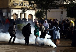 Darbe karşıtı öğrencilere gazlı müdahale