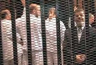 Mursi Mahkeme Heyetine Sırtını döndü