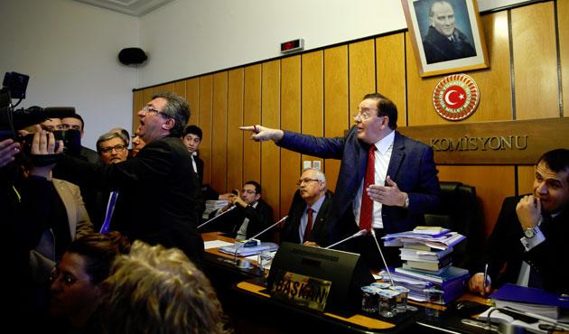 CHP'liler Adalet Komisyonu'nu bastı