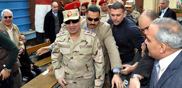 Mısır'da ordu Destekli Hükümet istifa Etti
