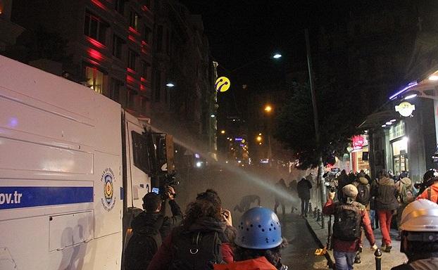 DİSK ve KESK Taksim; Vali Yenikapı diyor