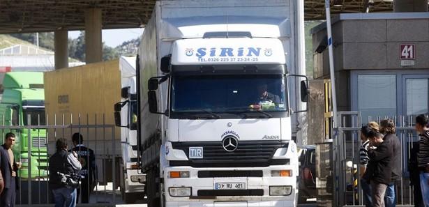 İran Türk TIR'larına yakıt satmamayı konuşuyor