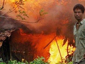 Budistler Köyü Ateşe Verdi