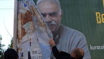 Polis, Öcalan'ın Posterlerini Yırttı