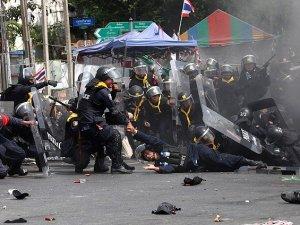 Tayland'da cunta yönetiminden medyaya kısıtlama