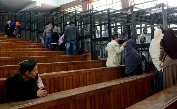 Mursi taviz vermedi: Mahkemenizi tanımıyorum