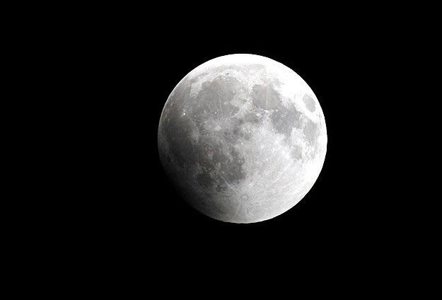 Ay'a dev meteor çarptı