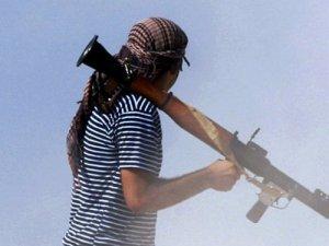 Suriye'de dehşet roket saldırısı kamerada