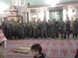 İsrailli Askerler Cami'ye Böyle Girdi-FOTO