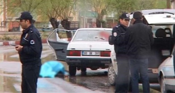 Otomobile Silahlı Saldırı: 5 Ölü