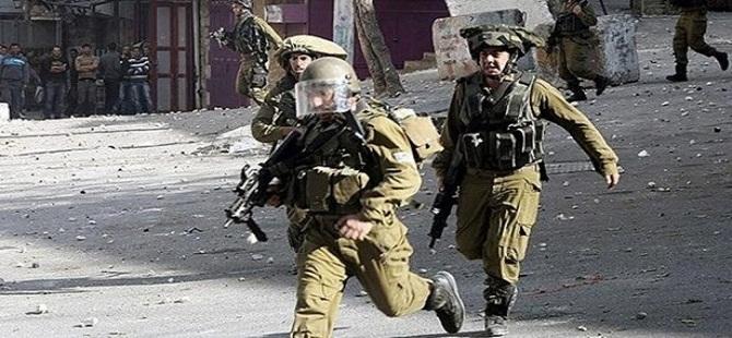 Siyonistler el Halil'de Filistinli Bir Genci Yaraladı