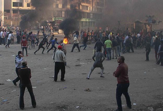 Keşmir'de çatıma; 10 kişi öldü