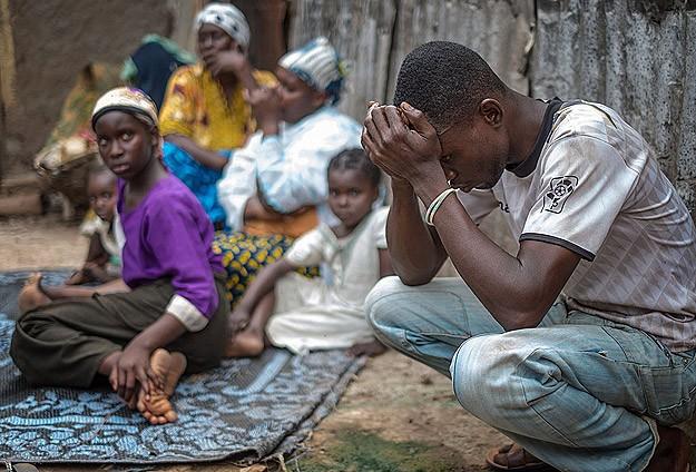 Orta Afrika'yı askıya aldılar