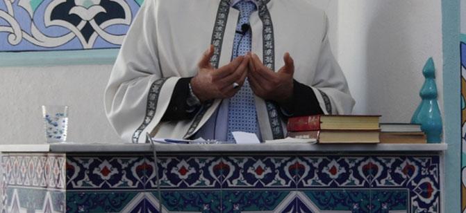 Cami Kürsüsünde Bakın Ne Yaptılar?