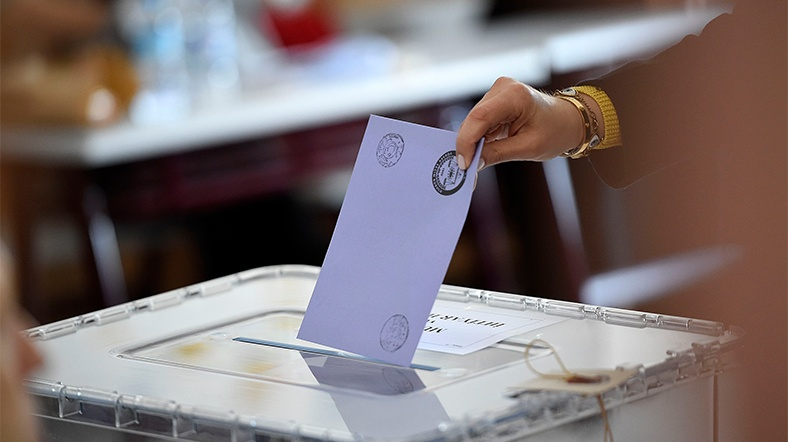Irak'ta seçimlere katılım yüzde 60