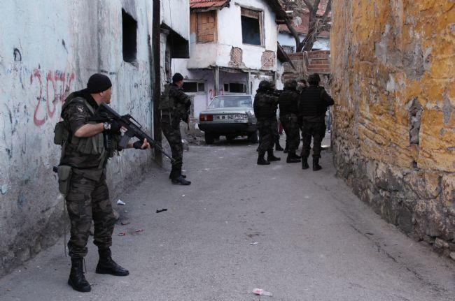 İstanbul'da 1000 Polisle Operasyon
