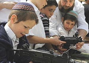 Yahudi Çocuklar Savaşa Hazırlanıyor