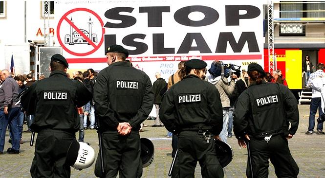 Almanya'da İslam Düşmanlığı Büyüyor