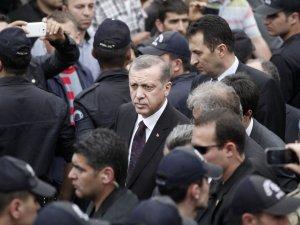 """BAŞBAKAN'A """"KASTEN ADAM ÖLDÜRMEKTEN"""" SUÇ DUYURUSU"""