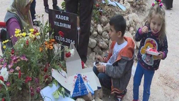 Yetimler Babalarının Mezarında Doğum Günü Kutladılar
