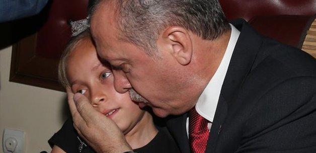 Şehid Madencinin Kızı Başbakan'ı Duygulandırdı