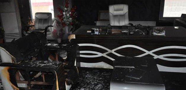 AK Partili Başkan'ın odasını yaktılar