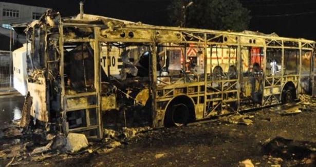 Vandallar Ataşehir'de Otobüsü Ateşe Verdi