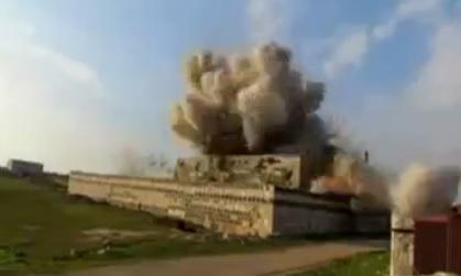 IŞİD, Kahkahalar Eşliğinde Türbe Bombaladı-VİDEO