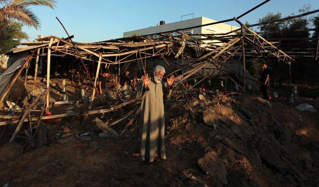 İsrail 'silah deposu' diye tavuk çiftliğine saldırdı