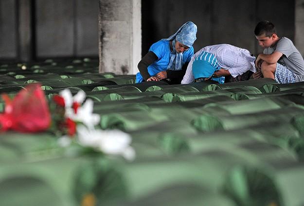 Soykırımın 175 kurbanı son yolculuğuna uğurlanıyor