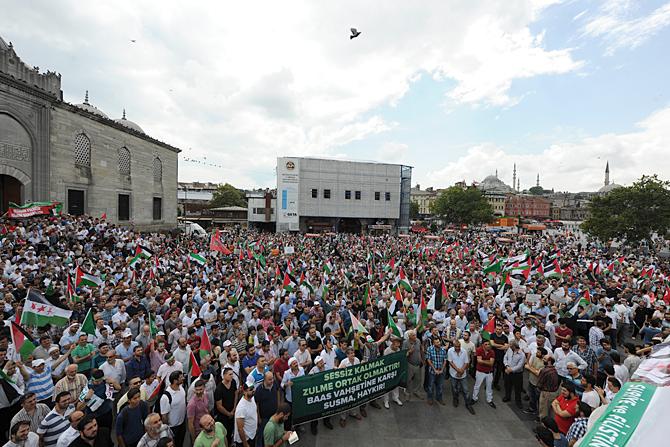 Siyonist Vahşet Eminönü Meydanında Lanetlendi!