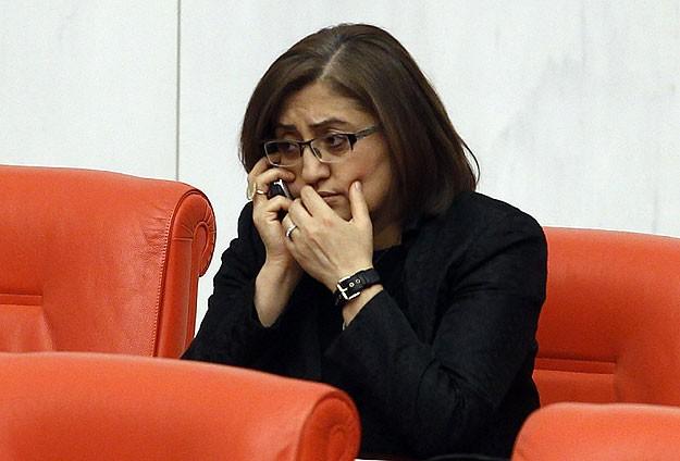 """Fatma Şahin'den """"paralel yapı""""ya suç duyurusu"""