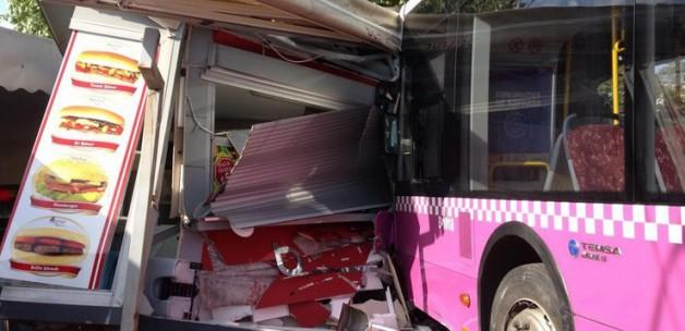 İETT Otobüs'ü Kabataş'da Durağa Girdi
