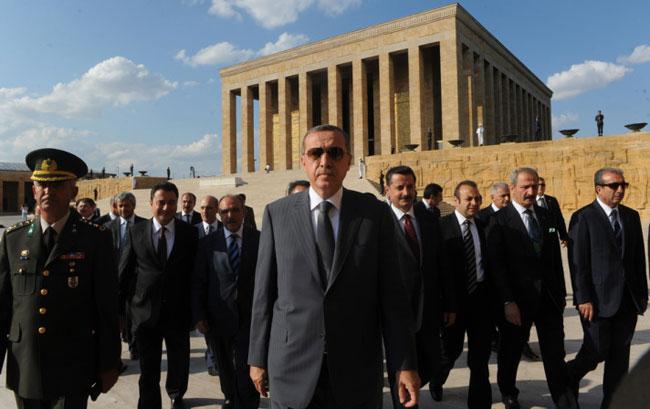 Erdoğan Anıtkabir'e Çıktı, Diğer Cumhurbaşkanlarını Şikayet Etti