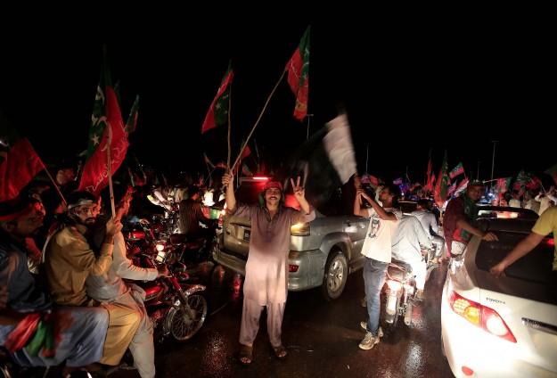 Hükümet karşıtı göstericiler İslamabad'a ulaştı