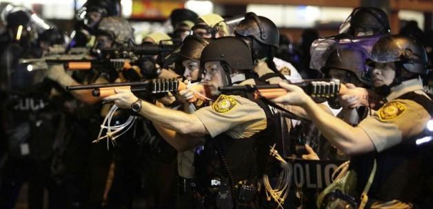 Siyahi genci öldüren ABD polisine dolar desteği