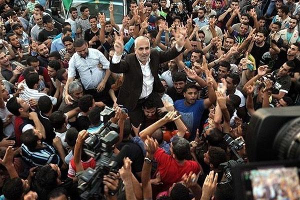 Gazzeliler ateşkesi kutluyor